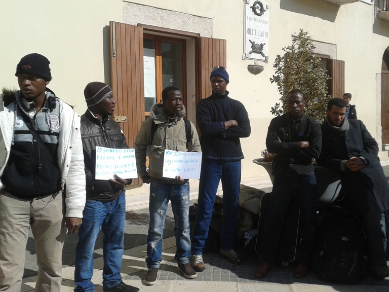 Emergenza Nord Africa: tutti fuori dai centri