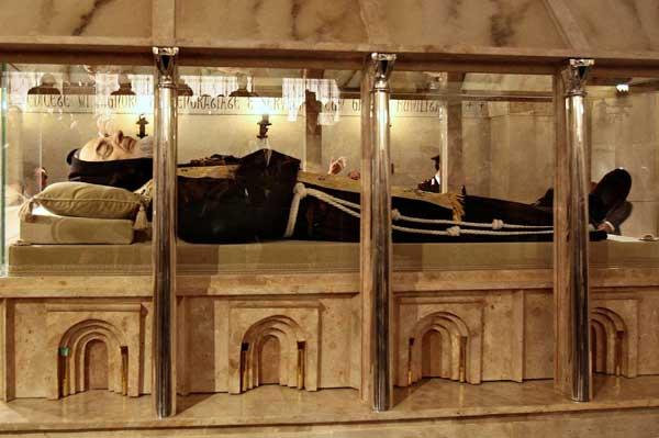 Cuore di San Pio: il Consiglio comunale invita i frati a ripensarci