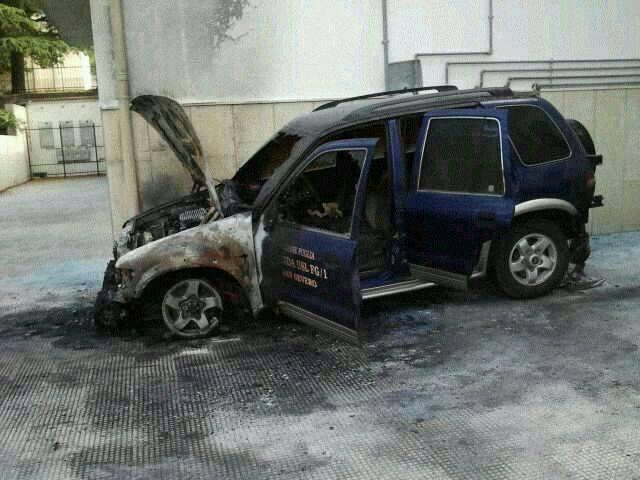 Incendiata auto ASL