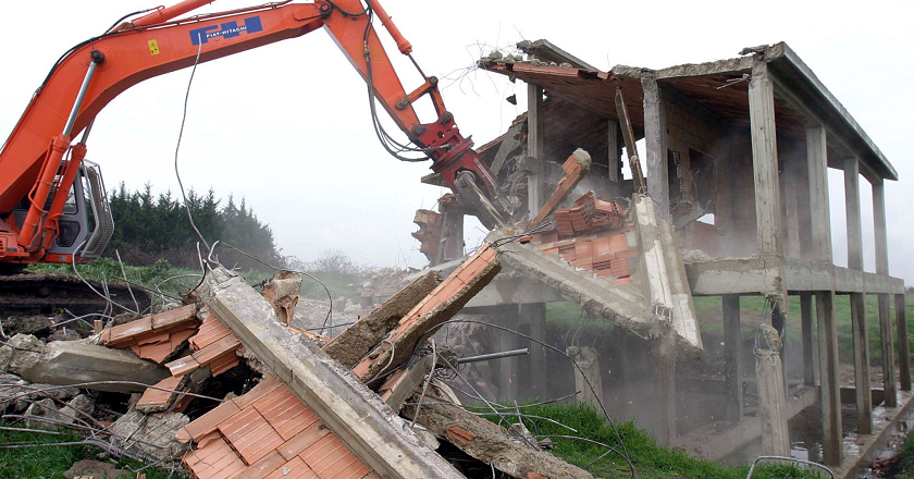 Al via la demolizione di immobili abusivi sul Gargano -  SanGiovanniRotondoNET.it: la città in rete!