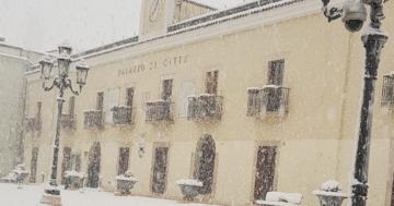 Nevica poche ore: città in tilt