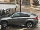 Incidente in viale Aldo Moro: auto contro gazebo di un ristorante